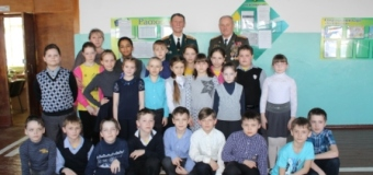 В Варгашинской средней школе №1 прошла встреча гостей из Москвы (полковниками в запасе) с учениками 4 «А», 4 «Б», 3 «В» классов